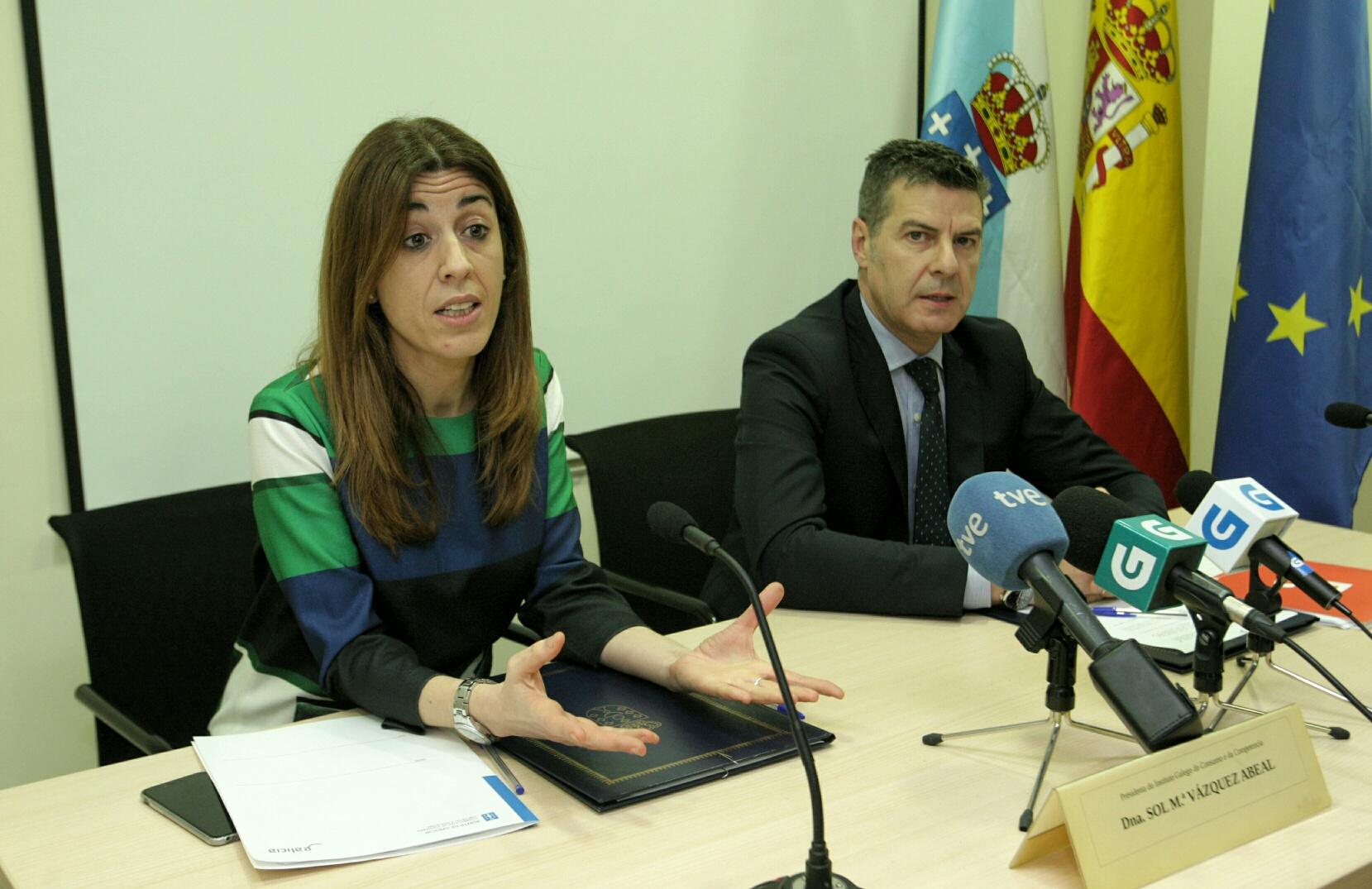 La xunta y el consejo gallego de economistas colaboran en for Clausula suelo firma acuerdo privado