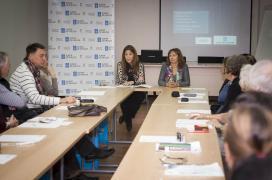 A directora xeral de Comercio, sol Vázquez Abeal, na xuntanza