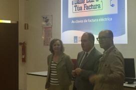 .- A xerente do Instituto Galego do Consumo e da Competencia, María Jesús Muñoz Chesa, e o director xeral de Inclusión Social, A