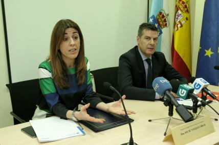 A directora xeral de Comercio e Consumo, Sol Vázquez Abeal, e o presidente do Consello Galego de Colexios de Economistas, Miguel