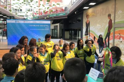 A directora xeral de Comercio e Consumo, Sol Vázquez participando nas actividades deste Día  mundial das persoas consumidoras